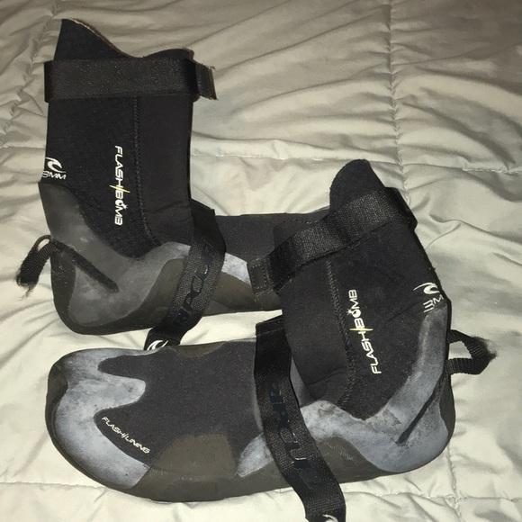 Rip Curl Other - Rip Curl Flashbomb 3mm Hidden Split Toe Booties